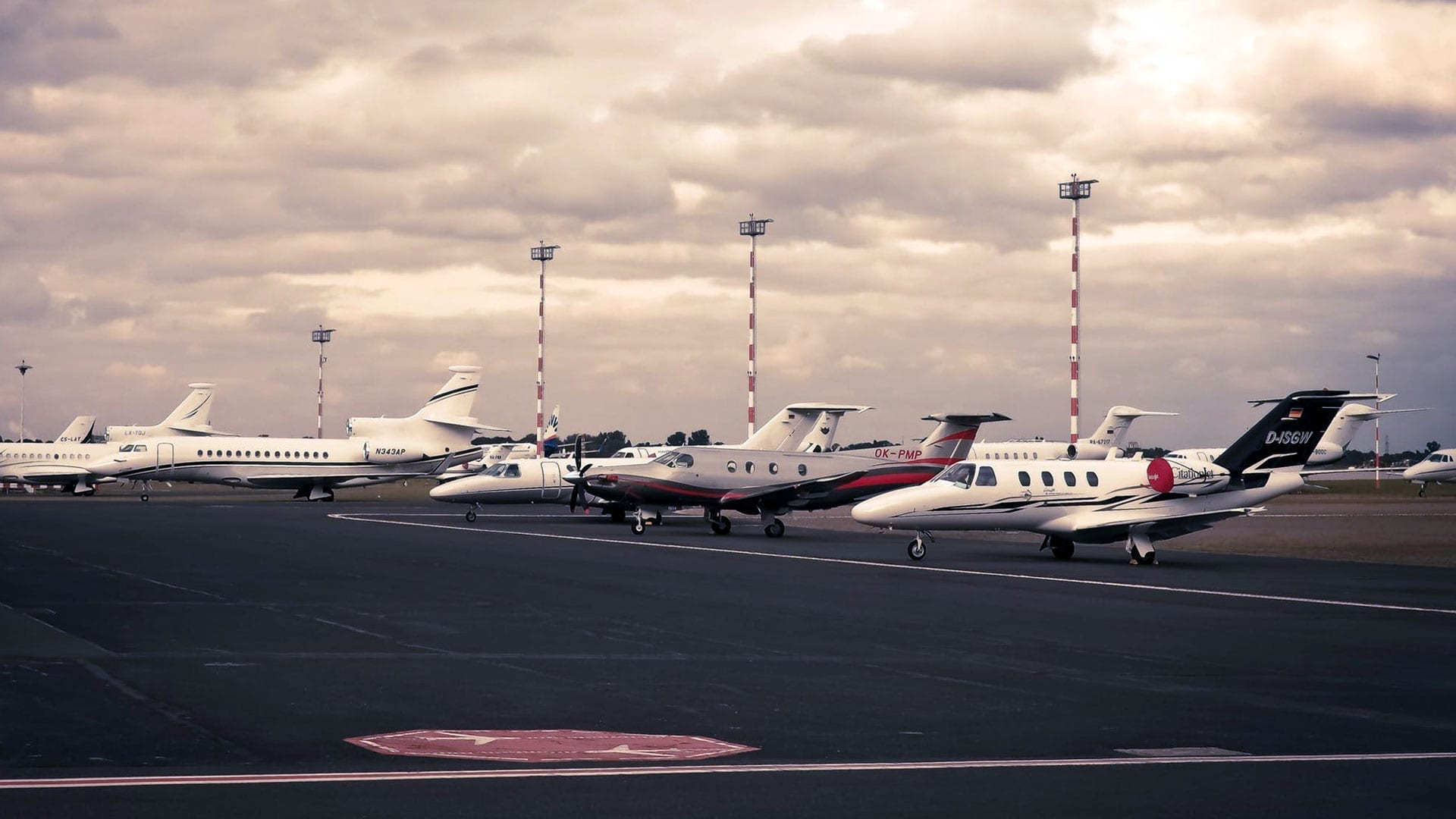 Luxury Condo Offers Private Jet Parking - Swedroe Architecture
